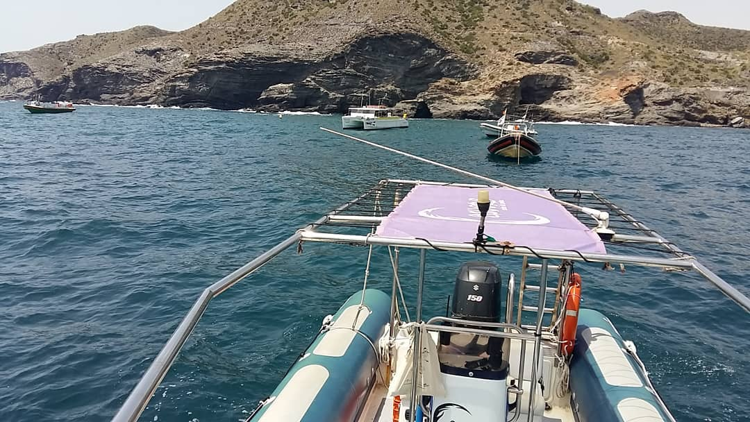 Todos unidos en la limpieza de superficie y fondos marinos de Cabo de Palos
