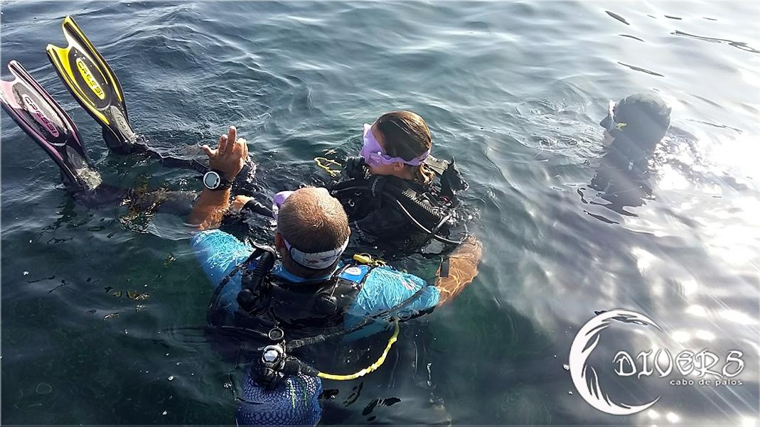 divers-cabo-de-palos-cursos-de-buceo-Rescue